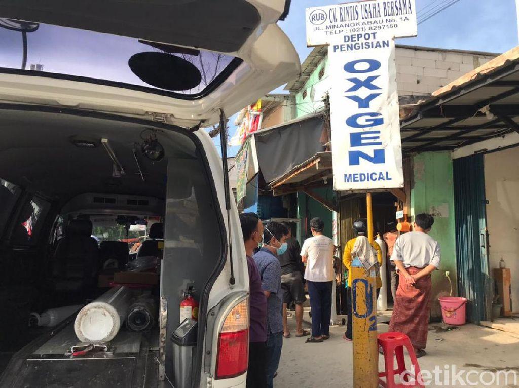 Stok Tabung Oksigen Langka, Pedagang: Permintaan Jakarta Overload!