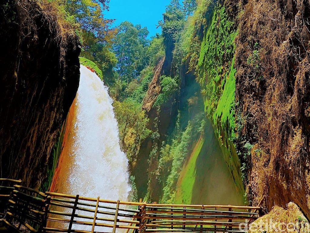 Foto Air Terjun di Bondowoso yang Seperti Ditelan Bumi
