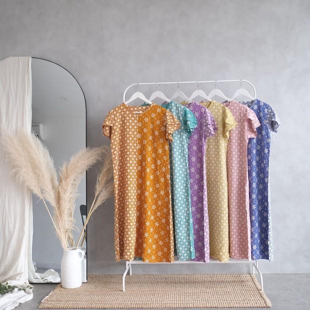 Daster batik dapat menjadi model homedress yang bisa kamu pilih.