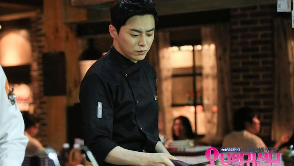 Kerennya Jo Jung Suk Saat Makan Sate dan Berperan Jadi Chef!