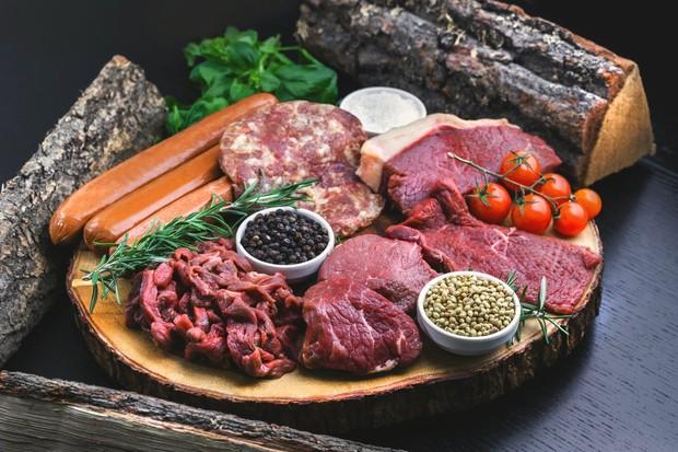 makanan dengan protein hewani dapat meningkatkan asam urine yang bisa menyebabkan asam urat dan batu ginjal kalsium oksalat