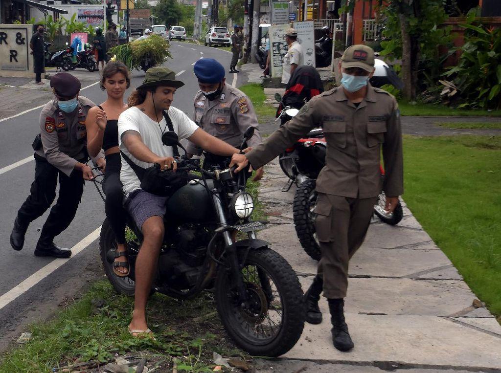 Sama-sama Naik Terus! Jumlah Kasus COVID-19 dan Wisatawan ke Bali