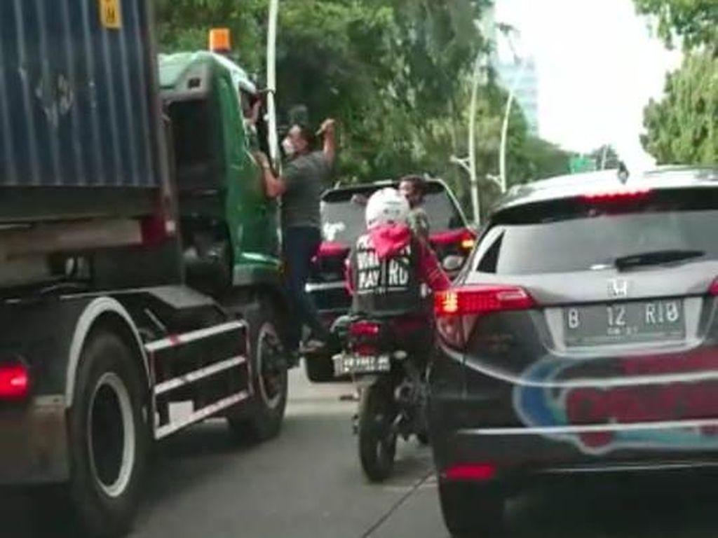 Polisi Selidiki Pengemudi yang Pecahkan Kaca Kontainer-Aniaya Sopir di Jakut