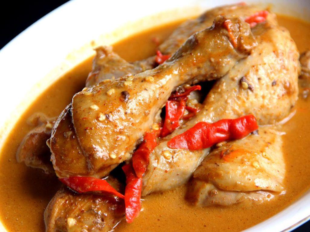 Resep Semur Ayam Pedas yang Cocok Buat Makan Siang
