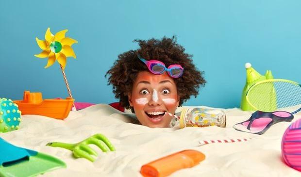 Sunscreen Cream on Face | Pict : Freepik.com/wayhomestudio