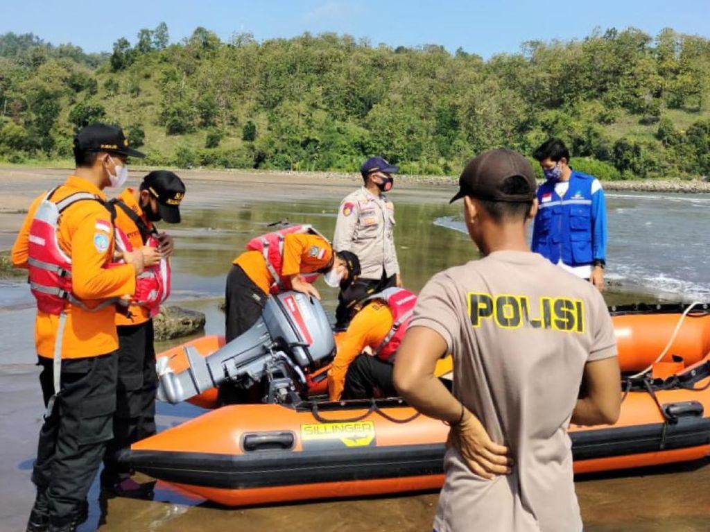 3 Pemancing Dihantam Ombak di Pantai Logending Kebumen, 1 Hilang