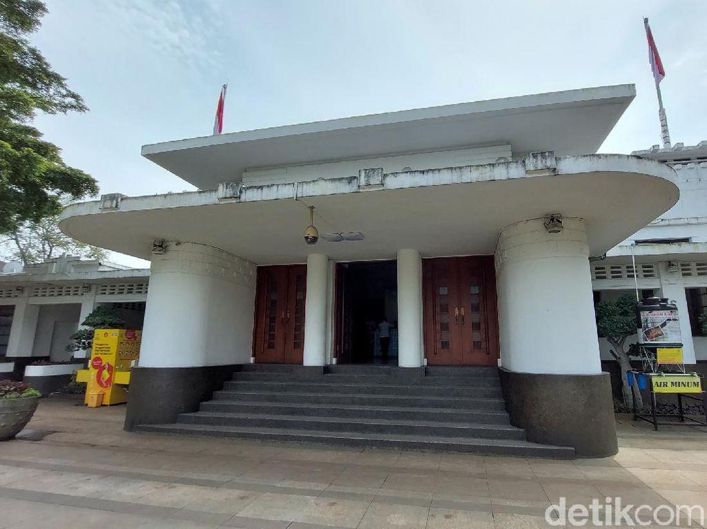 Jelajahi Balai Kota Bandung Via Kamera 360