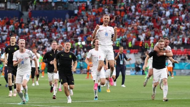 BUDAPEST, HUNGARY - JUNE 27: Tomas Soucek of Czech Republic and team mates celebrate their side's victory after the UEFA Euro 2020 Championship Round of 16 match between Netherlands and Czech Republic at Puskas Arena on June 27, 2021 in Budapest, Hungary. (Photo by Alex Pantling/Getty Images)