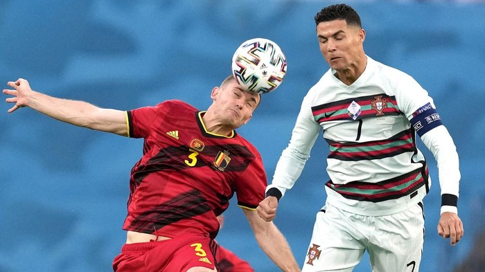 Belgiums Thomas Vermaelen, left, and Portugals Cristiano Ronaldo challenge for the ball during the Euro 2020 soccer championship round of 16 match between Belgium and Portugal at the La Cartuja stadium in Seville, Spain,Sunday, June 27, 2021. (AP Photo/Thanassis Stavrakis, Pool)