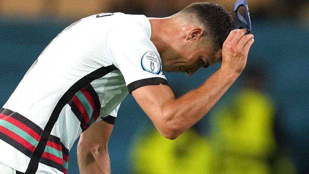 Detik-detik Cristiano Ronaldo Marah, Lempar Ban Kapten ke Tanah