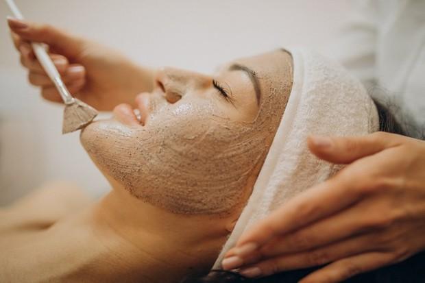 Eksfoliasi fisik seperti scrub wajah bisa berisiko merusak kulit
