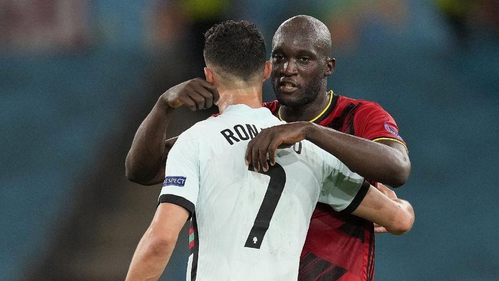 Foto: Ronaldo Lagi Kesal? Lukaku Langsung Rangkul
