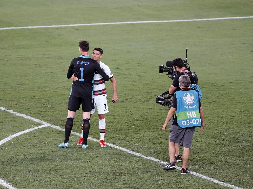 Eaaa... Ronaldo Kena Gocek Courtois