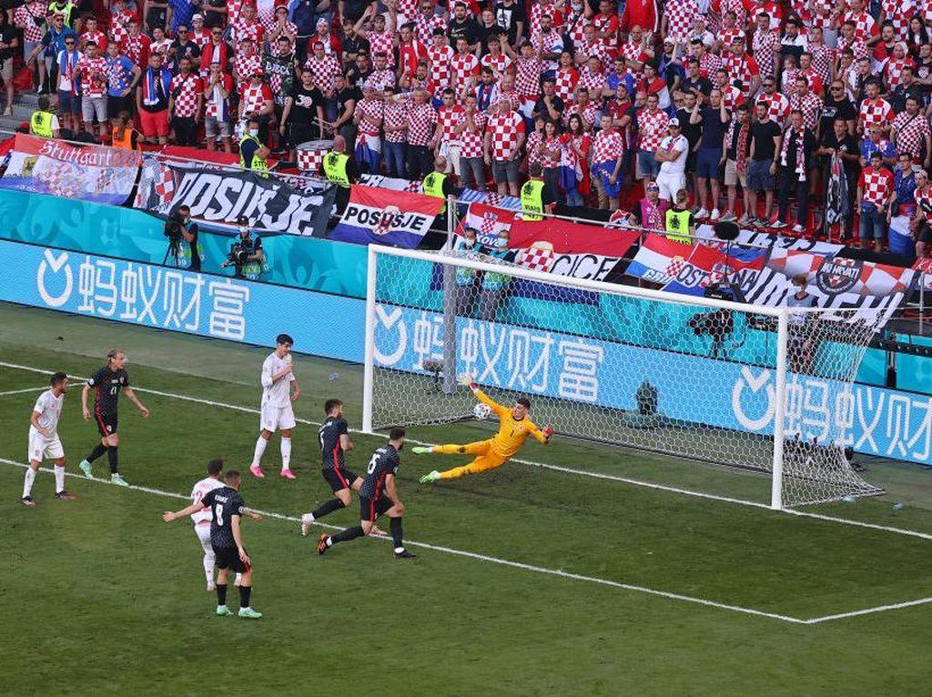 Babak I Tuntas, Kroasia Vs Spanyol 1-1