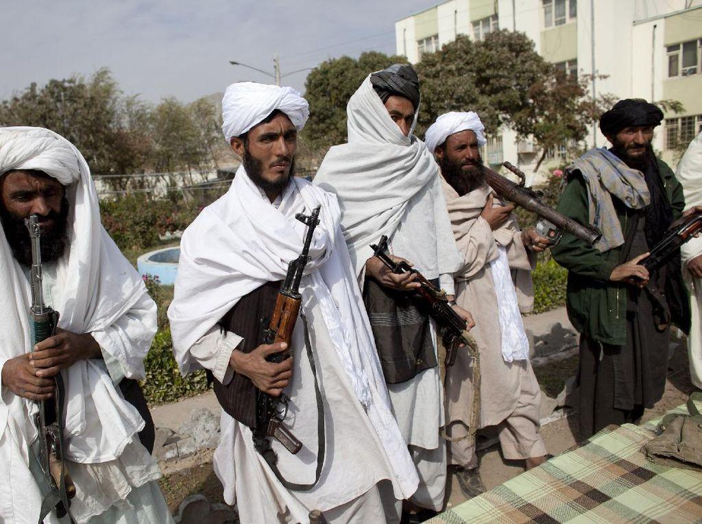 Ratusan Warga Afghanistan Kabur ke Tajikistan Gegara Taliban