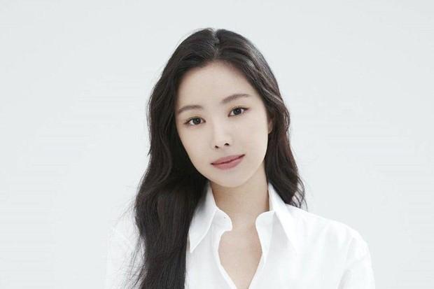 Naeun pindah agensi ke YG Entertainment