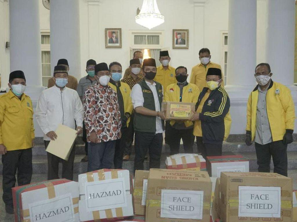 Bantu Atasi Corona, Golkar Jatim Beri Bantuan APD ke Pemkab Bangkalan
