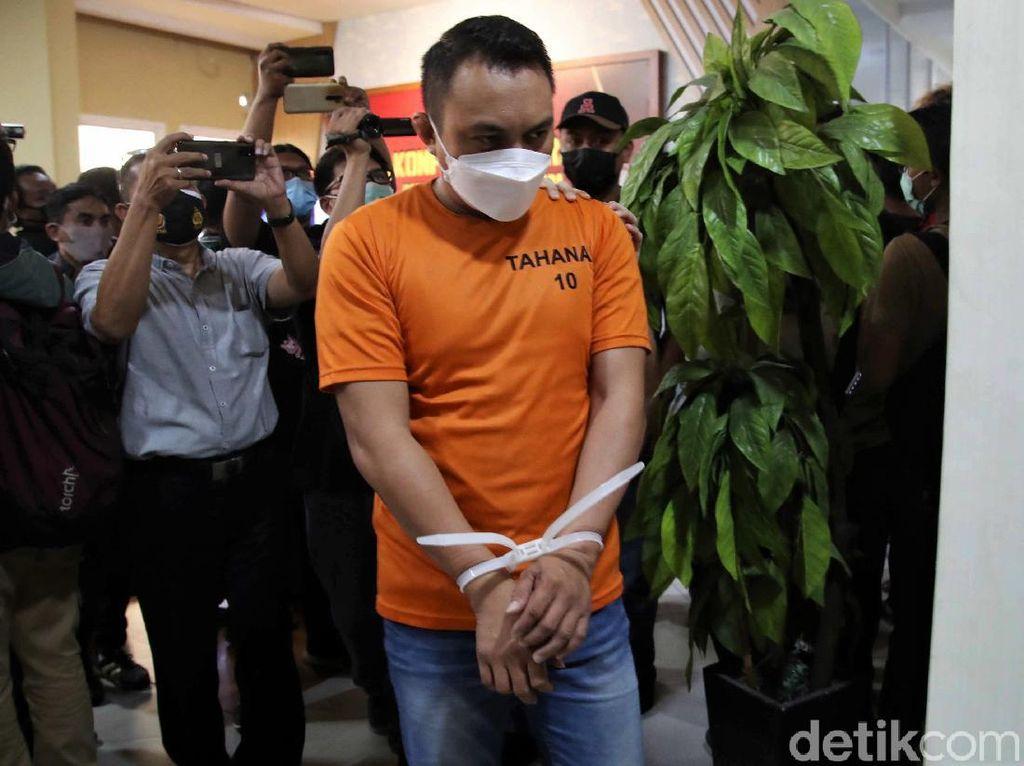 Pengemudi Pajero Gunakan Baton Stick untuk Pukul Sopir Truk di Jakut