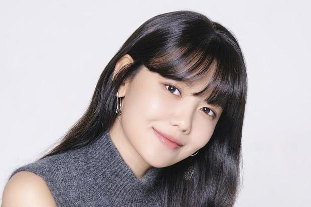 Sooyoung juga mengikuti jejak Seohyun untuk fokus berakting
