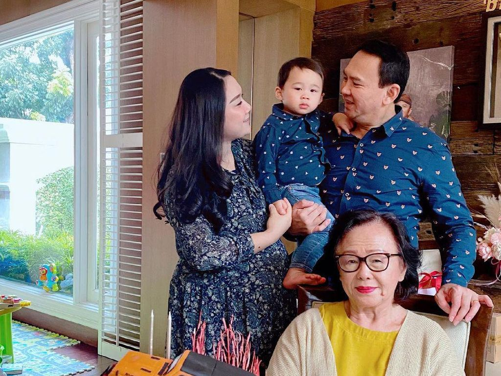 Gaya Mesra Ahok dan Puput Rayakan Ulang Tahun, Baby Bump Bikin Salfok