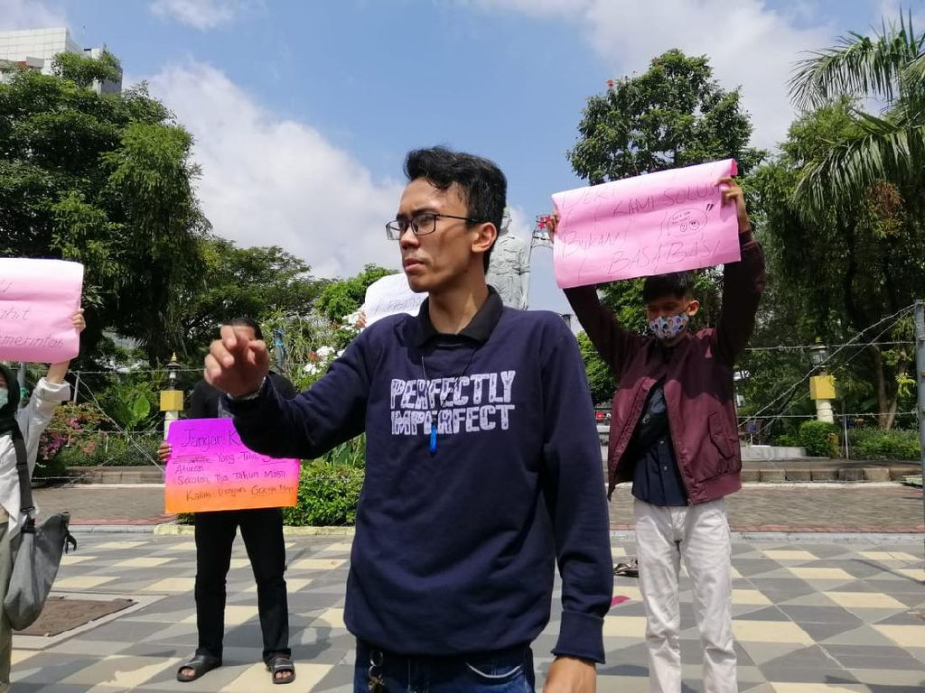 Aliansi Pelajar Surabaya Tolak Belajar Daring