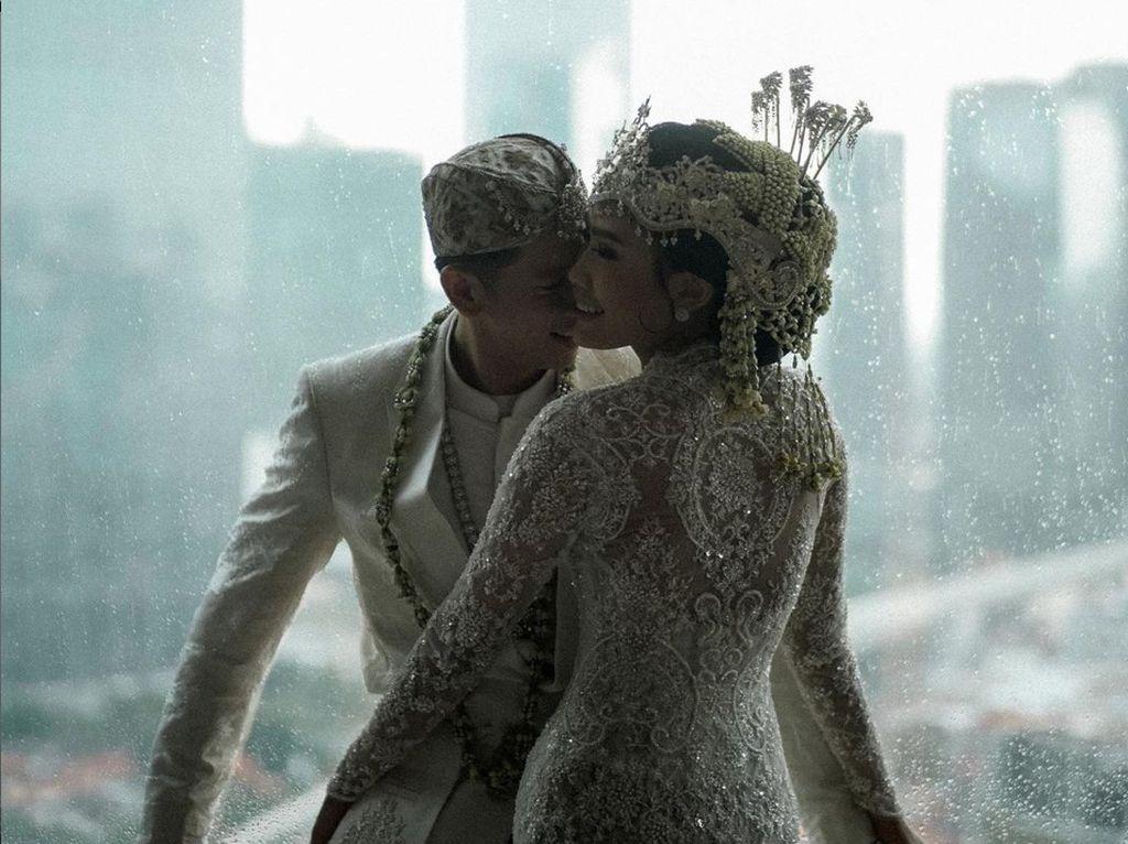 7 Potret Mewahnya Pernikahan Alika Islamadina dan Raja Siregar
