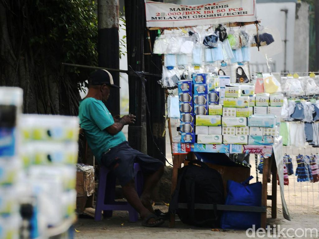 Corona Melonjak, Penjual Masker Makin Marak