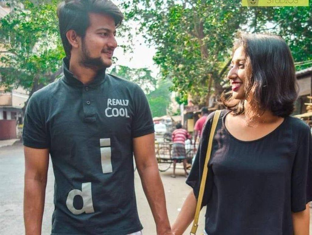 8 Foto Pasangan Pakai Baju Couple Nyeleneh Ini Bikin Gagal Iri Dengki