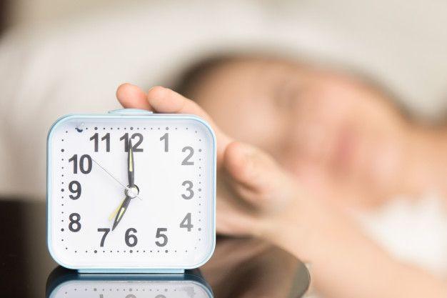 Pilih antara bangun atau tidur 20 menit lebih awal.
