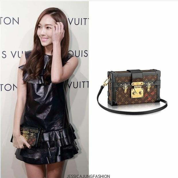 Jessica saat menghadiri opening store LV