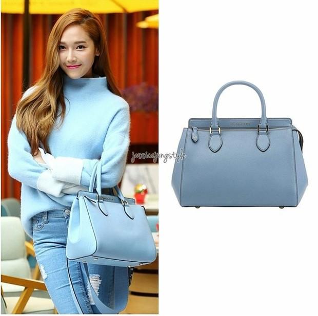 Jessica dengan salah satu koleksi tasnya