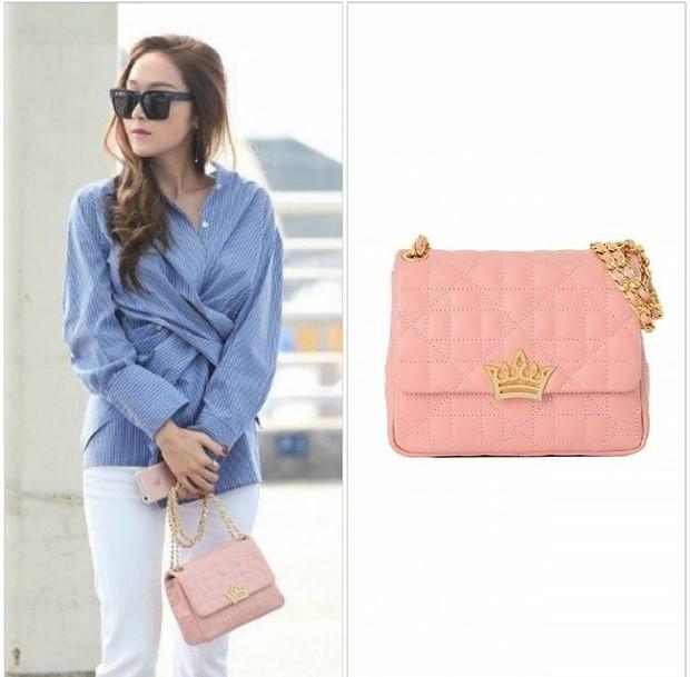 Jessica Jung dengan tas dari brand J.Estina