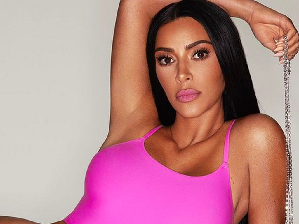 Ups! Kim Kardashian Nyaris Telanjang