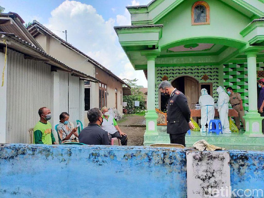 Ada Klaster Yasinan, Jalan Desa di Blitar Ditutup Total