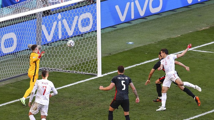 Spains Cesar Azpilicueta, front right, scored against Croatia during the Euro 2020 soccer championship round of 16 match between Croatia and Spain, at Parken stadium in Copenhagen, Denmark, Monday, June 28, 2021. (Wolfgang Rattay, Pool via AP)