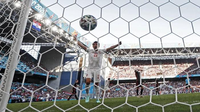 Spanyol melangkah ke perempatfinal Euro 2020. La Furia Roja lolos setelah mengalahkan Kroasia dengan skor 5-3.