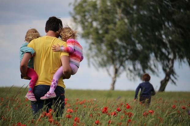 Cara mendidik anak perempuan ayah yang penuh kehangatan