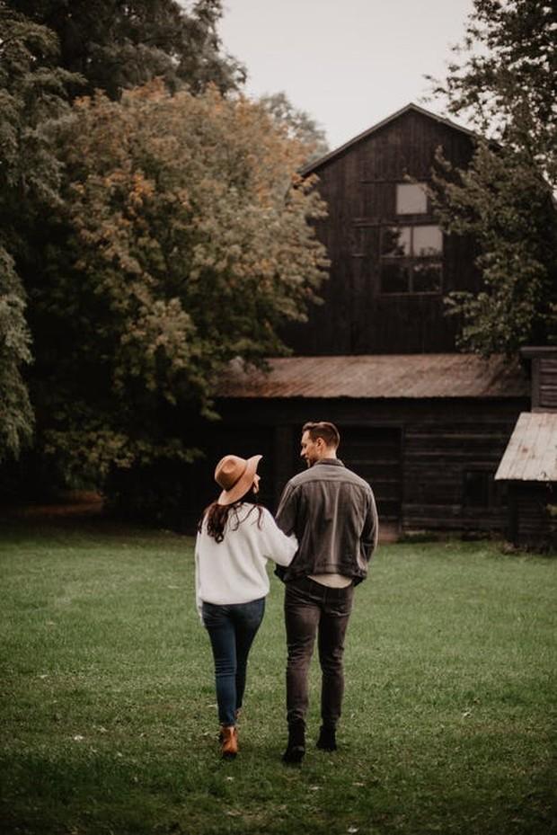 Contoh pasangan yang saling mencintai
