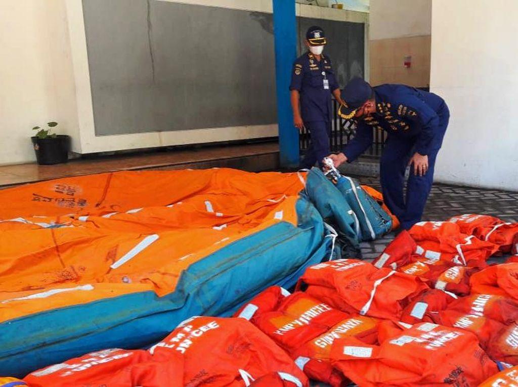 Tim SAR Gabungan Temukan 20 Baju Pelampung Milik KMP Yunicee