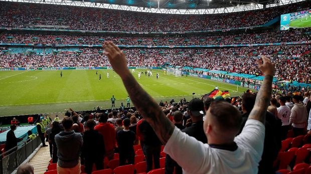 Soccer Football - Euro 2020 - Round of 16 - England v Germany - Wembley Stadium, London, Britain - June 29, 2021 England fan celebrates during the match Pool via REUTERS/Matthew Childs     TPX IMAGES OF THE DAY
