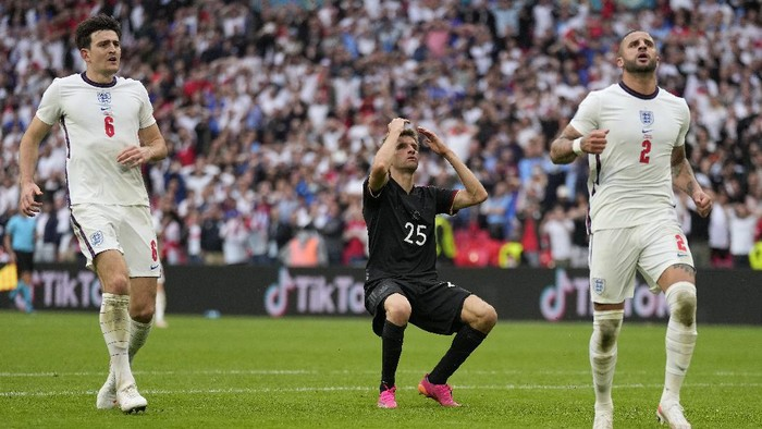 LONDON, ENGLAND - JUNE 29: Thomas Mueller of Germany reacts after missing a chance during the UEFA Euro 2020 Championship Round of 16 match between England and Germany at Wembley Stadium on June 29, 2021 in London, England. (Photo by Frank Augstein - Pool/Getty Images)