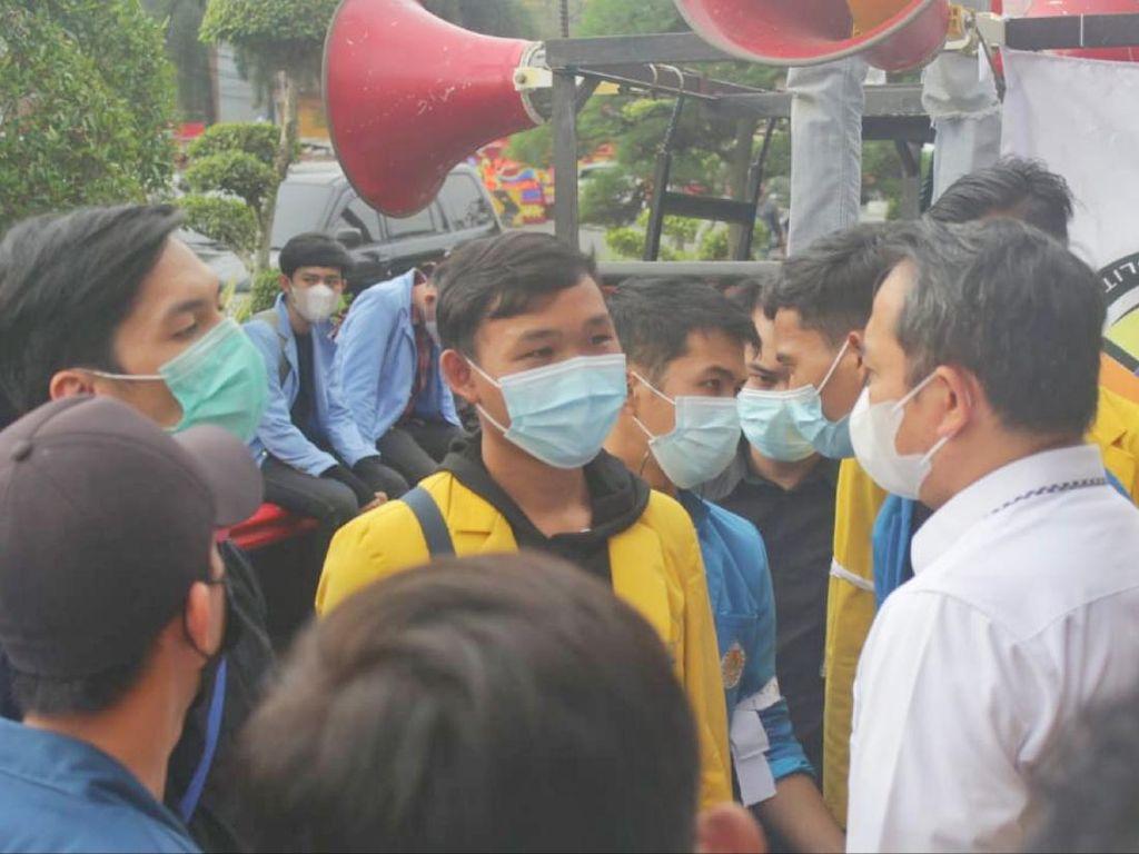 BEM Unsri Ungkit Ironi Boleh Kritik Jokowi, tapi Harus Siap Hadapi Buzzer