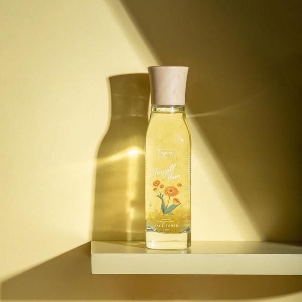 N'pure Marigold Flower Anti-Aging Face Toner, produk skincare lokal dengan kelopak bunga asli.