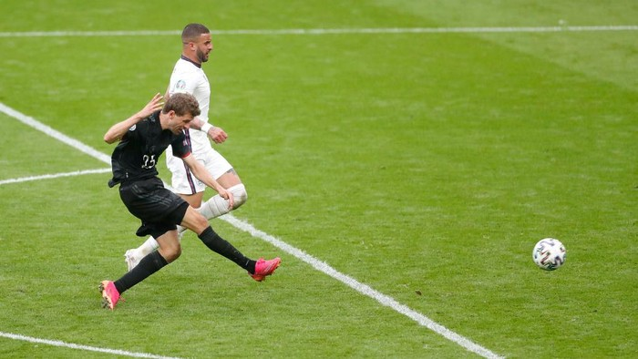 LONDON, ENGLAND - JUNE 29: Thomas Mueller of Germany shoots wide during the UEFA Euro 2020 Championship Round of 16 match between England and Germany at Wembley Stadium on June 29, 2021 in London, England. (Photo by Matthew Childs - Pool/Getty Images)