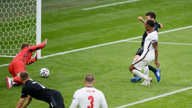 LONDON, ENGLAND - JUNE 29: Raheem Sterling of England scores their side's first goal past Manuel Neuer of Germany during the UEFA Euro 2020 Championship Round of 16 match between England and Germany at Wembley Stadium on June 29, 2021 in London, England. (Photo by John Sibley - Pool/Getty Images)