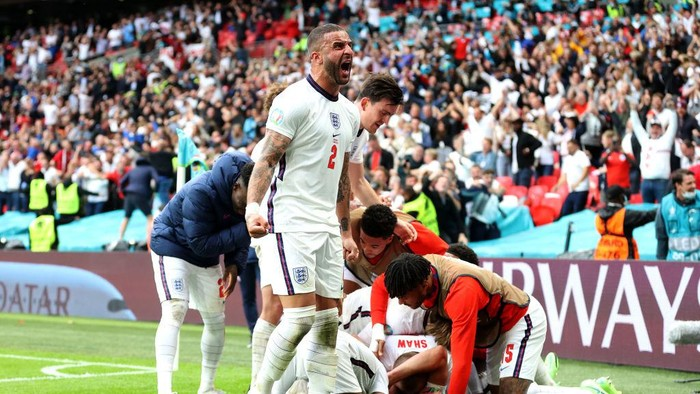 LONDON, ENGLAND - JUNE 29: Kyle Walker of England celebrates their sides second goal scored by team mate Harry Kane (obscured) during the UEFA Euro 2020 Championship Round of 16 match between England and Germany at Wembley Stadium on June 29, 2021 in London, England. (Photo by Catherine Ivill/Getty Images)