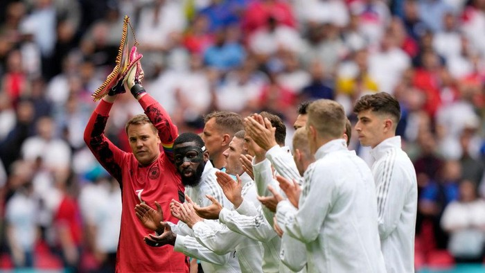 LONDON, ENGLAND - JUNE 29: Manuel Neuer and Antonio Ruediger of Germany applaud after the national anthem prior to the UEFA Euro 2020 Championship Round of 16 match between England and Germany at Wembley Stadium on June 29, 2021 in London, England. (Photo by Frank Augstein - Pool/Getty Images)