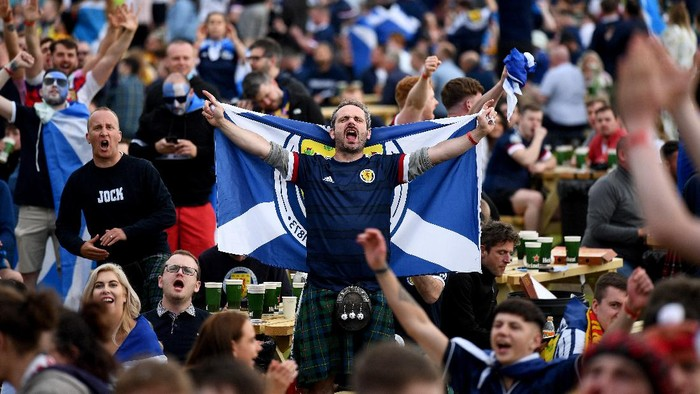 GLASGOW, SCOTLAND - JUNE 18: Scotland fans react as they support their team in the Euro 2020 game against England on June 18, 2021 in Glasgow, Scotland. England V Scotland is not only the oldest fixture in the world, they have also played one another more than any other two international teams.  Their first encounter was played in 1872 at Hamilton Crescent, Glasgow and their 115th match today at Wembley for Euro 2020. (Photo by Jeff J Mitchell/Getty Images)