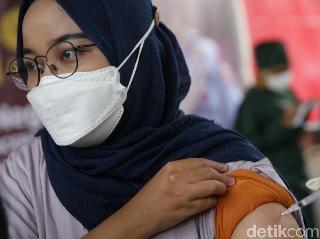 Strategi Agresif Vaksinasi Kala Kondisi Babak Belur di DKI