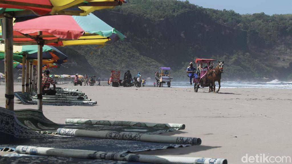 Wisata Pantai Parangtritis Alami Penurunan Pengunjung